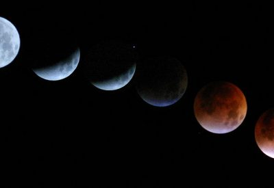 By Jason Snell from Mill Valley, CA (Eclipse montage) [CC BY 2.0  (https://creativecommons.org/licenses/by/2.0)], via Wikimedia Commons